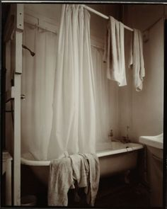 Andrew Ross. Gary Fremantle's bathroom, Paekakariki, 29/9/2005 - Collections Online - Museum of New Zealand Te Papa Tongarewa