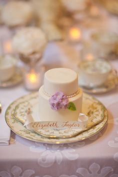 Mini wedding cakes for each guest! {Elegant Cheese Cakes}