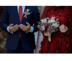 Pre Wedding Photoshoot, Wedding Poses, Wedding Shoot, Wedding Couples, Wedding Bride, Hijab Wedding, Muslimah Wedding, Wedding Dresses, Image Couple