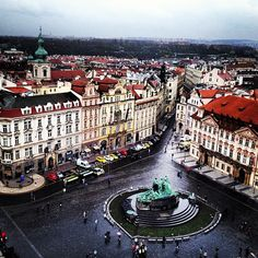 Located in the center of historic Prague, this lively square is surrounded by baroque buildings, vibrant cafes, street entertainers and craftspeople. Dresden, Great Places, Places To Visit, Freezing Cold, Heart Of Europe, Old Town Square, Tourist Information, Central Europe, Places Of Interest