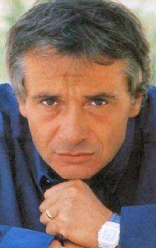 """Michel Sardou, mon """"voisin"""" a Mougins. Famous Aquarians, Et Wallpaper, French Pop, Steve Mc, Studio Portraits, Music Bands, Jukebox, France, Movie Stars"""
