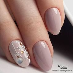 Nail art is a very popular trend these days and every woman you meet seems to have beautiful nails. It used to be that women would just go get a manicure or pedicure to get their nails trimmed and shaped with just a few coats of plain nail polish. Winter Nail Art, Winter Nail Designs, Christmas Nail Designs, Cool Nail Designs, Winter Nails 2019, Holiday Nails 2018, Christmas Nails 2019, Holiday Nail Art, Trendy Nails