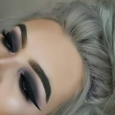 Brows: Anastasia Beverly Hills dipbrow pomade-soft brown #makeup #ad