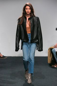 Catwalk photos and all the looks from Vetements Spring/Summer 2015 Ready-To-Wear Paris Fashion Week Fashion Week, Fashion Models, Fashion Brands, Spring Fashion, Denim Fashion, Star Fashion, High Fashion, Net Fashion, Paris Fashion