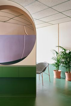 <p>Australian architect Adriana Hanna just introduced us to her latest project, Hues Hair. A not so conventional beauty salon with glaring chromatic palette and sculpture-like furniture in the heart o