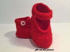 Merceditas tejidas con dos agujas. Knitted Baby Cardigan, Knitted Booties, Knit Boots, Knitting For Kids, Crochet For Kids, Baby Knitting, Tricot Baby, Bebe Baby, Baby Slippers