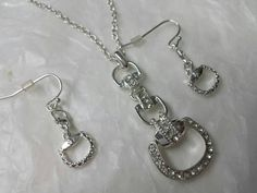 Avon Portia  Pendant and Pierced earrings Set Mint Condition