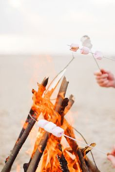 How to Host a Beach Bonfire/ Summer Entertaining / Easy Entertaining/ Summer Party Ideas / Beach Party / S'mores Recipes / Picnic Ideas Happy Summer, Summer Of Love, Summer Days, Summer Vibes, Summer Fun, Summer Beach, Hot Beach, Summer Things, Fall Things