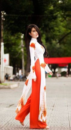 Looking for some Indian fashion outfit ideas? Well, we have collected some best fashion ideas for you to try this festival season. Pakistani Dresses, Indian Dresses, Indian Outfits, Ethnic Outfits, Asian Fashion, Hijab Fashion, Fashion Dresses, Indian Attire, Indian Wear