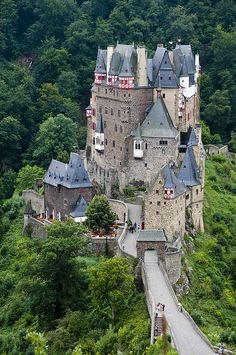 Eltz castle in Wierschem in Rhineland-Palatinate is one of the most beautiful castles in Germany. It lies hidden in the valley of the Elz.