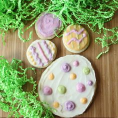 Easter, Naturally-Dyed Frosting | Itsy Bitsy Foodies