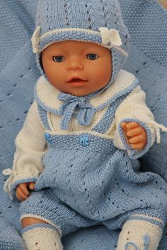 Cutest baby doll knitting pattern of the year Knitting Dolls Clothes, Crochet Baby Clothes, Knitted Dolls, Doll Clothes Patterns, Baby Boy Knitting Patterns, Knit Patterns, Baby Knitting, Knit Baby Dress, Cute Baby Dolls