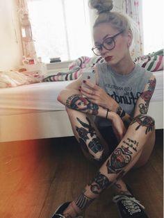 Quel tatouage old school signification tatouages old school femme manchette