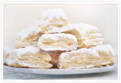 The Miguelitos are typical sweets from the province of Albacete, in concret . Snack Recipes, Cooking Recipes, Snacks, Lime And Basil, Pan Dulce, Cookie Box, Spanish Food, Sans Gluten, Biscotti