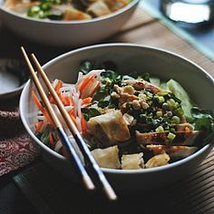 Bun Thit Ga Nuong - A vietnamese noodle salad with grilled chicken.