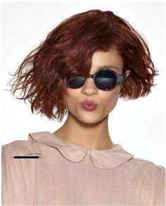 Dalgalı asimetrik ve kahküllü bob saç modeli