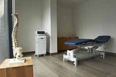 Revalidatiecentrum te Kortrijk #medical #physiotherapy #renovation #treatmentroom #gymna #quickstep #reva-K #shockwavetherapy by architime