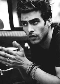 Jon Kortajarena -- I'm just going to look at you for a while Jon Kortajarena, Look Man, Look Girl, Pretty People, Beautiful People, Style Masculin, Hommes Sexy, Attractive Men, Belle Photo