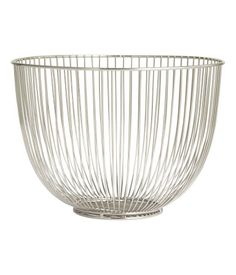 Basket in metal wire. Height 7 3/4 in., diameter at top 11 in.