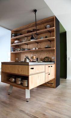 Cuisine sur-mesure en pin Appartement Anna Cor Berlin