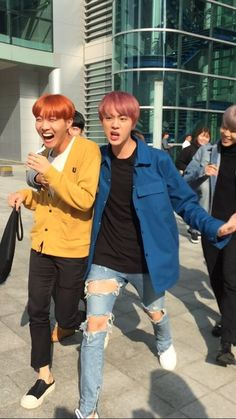 Seokjin is Hoseok's body guard. Seokjin is not only protecting Hoseok but he's protecting everyone else from getting burned. Hoseok is literal sun to the shine. Hoseok is just to hot FIYAH ❤ Seokjin, Kim Namjoon, Jung Hoseok, Foto Bts, Bts Photo, K Pop, Jimin Selca, Bts Bangtan Boy, Jhope Bts