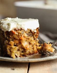 The Perfect Carrot Cake Recipe. This easy carrot cake recipe is the best carrot cake ever AND it's topped with the best cream cheese frosting! Box Carrot Cake Recipe, Easy Carrot Cake, Carrot Cake Cookies, Carrot Recipes, Easy Cake Recipes, Brownie Recipes, Cookie Recipes, Dessert Recipes, Recipe Box