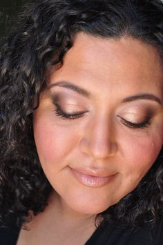 Shimmery brown smoky makeup