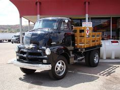 COE Chevy 5700 Delivery truck - first time seeing a COE Hot Rod Trucks, Gm Trucks, Diesel Trucks, Lifted Trucks, Cool Trucks, Pickup Trucks, Cab Over, Chevrolet Trucks, 1957 Chevrolet