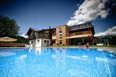 Hotel mit Swimming Pool Boutique, Swimming Pools, Mansions, House Styles, Home, Decor, Garten, Pictures, Mansion Houses