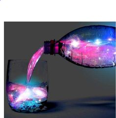 GLOW IN THE DARK MIXED DRINKS By combing tonic water with some pink-lemonade (from concentrate) and adding a splash of alcohol you can create a tasty beverage that actually glows in the dark.