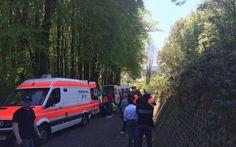Flèche du Sud: une chute faisant six blessés graves mène à l'annulation de la 3e étape -                  La 3e étape de la Flèche du Sud au Grand-Duché de Luxembourg a été annulée vendredi sur décision des autorités locales suite à la chute d'une quarantaine de coureurs.  http://si.rosselcdn.net/sites/default/files/imagecache/flowpublish_preset/2016/05/06/998779839_B978588362Z.1_20160506152815_000_GM