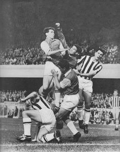 1st October 1960. West Brom goalkeeper Ray Potter under pressure from Arsenal strike partners Geoff Strong and David Herd, while team mates Graham Williams and Bobby Robson attempt to give support.