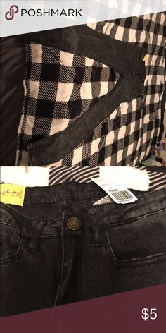 Black legging/jean Forever 21 BRAND NEW These are brand new and just don't fit me! Tag is still on them! Forever 21 Jeans Skinny