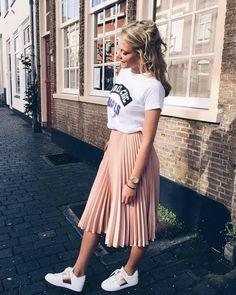 How to Wear Pleated Midi Skirt as a Fashion Girl - # .- Como usar Saia Midi Plissada como uma Fashion Girl – … How to Wear Pleated Midi Skirt as a Fashion Girl – - Fashion Wear, Cute Fashion, Look Fashion, Girl Fashion, Fashion Outfits, Womens Fashion, Feminine Fashion, Casual Women's Fashion, Fashion Trends