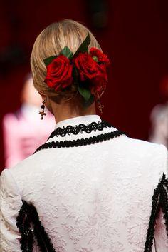 hair roses at Dolce & Gabbana Milano - Collezioni Primavera Estate Spring - Summer 2015 - Vogue
