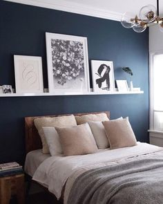 Top 6 Dunn Edwards Paint Colors for 2018 Dunn Edwards Slate Wall Navy Blue Accent Wall Paint Color Scheme for the master bedroom Blue Accent Walls, Accent Wall Bedroom, Accent Colors, Navy Bedroom Walls, Bedroom Wall Art Above Bed, Blue Feature Wall Bedroom, Bedroom Wall Shelves, Navy Master Bedroom, Shelf Above Bed