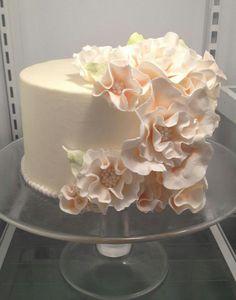 Such a pretty little cake.