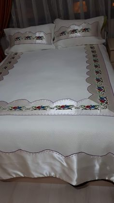 Paratha Recipes, Bed Covers, Sewing Hacks, Bed Pillows, Pillow Cases, Cross Stitch, Phone, Floral, Furniture