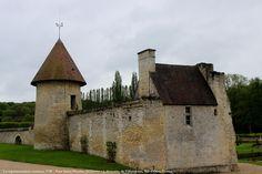 - Tour Saint-Nicolas (XIIIème - XVème s.), domaine de Villarceaux, Val-d'Oise, France
