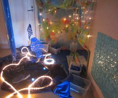 """Beautiful sensory room - There are sensory experiences, cause-effect materials, lighting experiences  and different kinds of blue construction materials with different material properties. """"The Ladybird"""" Department at Preschool Syrenen ≈≈ http://www.pinterest.com/kinderooacademy/provocations-inspiring-classrooms/"""