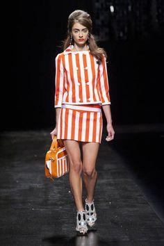 Moschino. Stripes Runway Fashion Week Spring 2013 - Spring 2013 Fashion Trends - ELLE