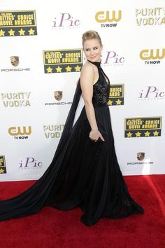 Kristen Bell goes dramatic in a black Pamella Roland gown at the 2014 Critics' Choice Awards   | Trend 911