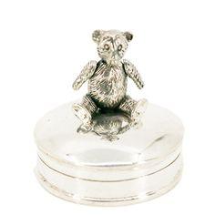 Binenbaum Antiques & Jewelry - A pretty figural Contemporary silver Box. Silver. Dimensions: H 3 x D 3 cm. Weight in grams: 17. Condition: New.