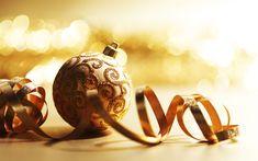 Download wallpapers Golden Christmas ball, 4k, New Year, golden background, golden silk ribbon, Christmas