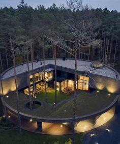 Modern Architecture House, Concept Architecture, Architecture Details, Wooden Architecture, Circular Buildings, Unique Buildings, Dream House Plans, Unique House Plans, Modern Wooden House