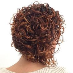 - Peinados y pelo 2017 para hombre y mujeres Short Natural Curly Hair, Curly Hair With Bangs, Curly Hair Cuts, Short Hair Cuts, Curly Hair Styles, Bob Haircut Curly, Short Curly Haircuts, Long Face Hairstyles, Haircuts For Curly Hair