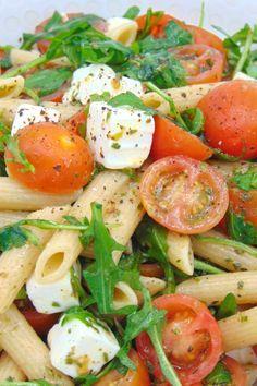 Ensalada de pasta fría con queso feta - Neat Tutorial and Ideas Gourmet Recipes, Pasta Recipes, Salad Recipes, Cooking Recipes, Lunch Recipes, Healthy Snacks, Healthy Eating, Healthy Recipes, Deli Food