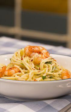 Zitronenspaghetti mit Kräutergarnelen: schnelles Sommergericht