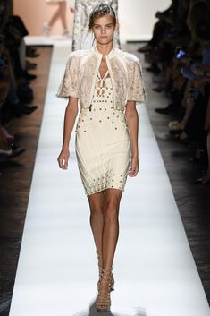 See all the Collection photos from Herve Leger By Max Azria Spring/Summer 2016 Ready-To-Wear now on British Vogue Max Azria, Fashion Week, Runway Fashion, Fashion Models, Fashion Show, Daily Fashion, Street Fashion, Spring Summer Trends, Spring Summer Fashion