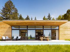 This single family home located in Sonoma, California was imagined and realized by Dowling Studios. You might remember us featuring identical twins Julie and Leslie Dowling in one of our recent Friday Fives.